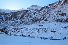 Liten vik i bergen i vinter, Gastein dal, Österrike, Europa Royaltyfri Fotografi