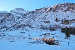 Liten vik i bergen i vinter, Gastein dal, Österrike, Europa Royaltyfri Bild
