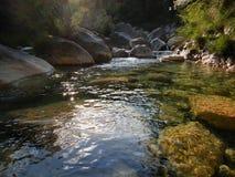 Liten vik Rio Barbaira i Rocchetta Nervina, Liguria - Italien Royaltyfria Foton