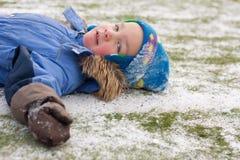 liten vinter för pojkefältfotboll Royaltyfria Bilder