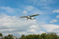 Liten vit flygplanlandning Royaltyfria Foton