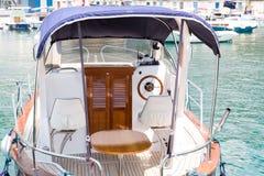 Liten vit yacht Royaltyfri Bild