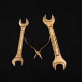 literę m Abecadło robić złoci remontowi narzędzia Fotografia Stock