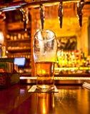 Liter av öl arkivfoton
