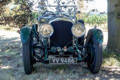 1928 4 3 liter Bentley under ett träd Royaltyfri Foto