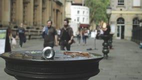 Litera en la ciudad almacen de metraje de vídeo