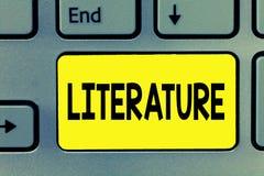 Literatura del texto de la escritura de la palabra El concepto del negocio para las escrituras escritas de los libros de trabajos imagenes de archivo