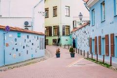 Literatustraat in Oude Stad van Vilnius, Litouwen Muurc literatu Stock Foto's