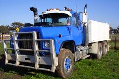 Litet åka lastbil royaltyfri fotografi