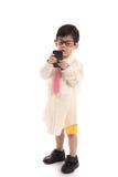 Litet asiatiskt barn som låtsar för att vara affärsman Arkivbild