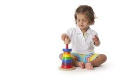 litet barn för kulör flicka för tegelstenar leka Arkivfoton