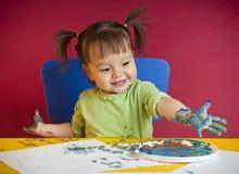 litet barn för fingermålning Fotografering för Bildbyråer