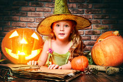 Litet barn halloween Royaltyfri Fotografi