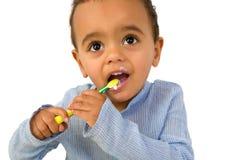 Litet barn med tandborsten Arkivbilder