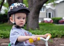 Litet barn på trehjulingen Fotografering för Bildbyråer