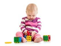 Litet barn som spelar med leksaker Royaltyfria Foton