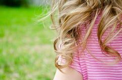 Litet barnkrullning Arkivfoto