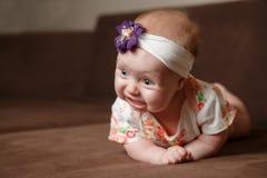 Litet behandla som ett barn i barndombegrepp fotografering för bildbyråer