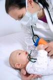 Inhalation behandla som ett barn Fotografering för Bildbyråer