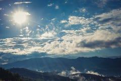 Litet dimma på berget Royaltyfria Bilder