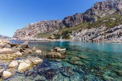 Litet fartyg på Cala Boquer Mallorca Arkivfoton
