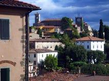 Litet Firenze för stad för gammal stil för berg landskap, Italien Royaltyfri Fotografi