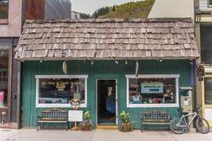 Litet fiske shoppar på den huvudsakliga gatan för Telluride Royaltyfria Foton