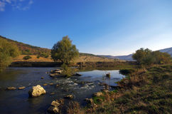 Litet flodlandskap Fotografering för Bildbyråer