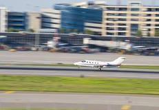 litet flygplan Fotografering för Bildbyråer