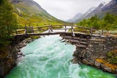 Litet gå bron över Green River i Norge Arkivbild