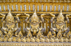 Litet guld- jätte- härligt med ädelstenen, Thailand arkivbild