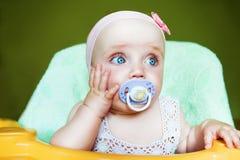 Litet gulligt barn med babys attrapp Royaltyfri Bild
