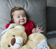 Litet gulligt behandla som ett barn med leksaker royaltyfri fotografi