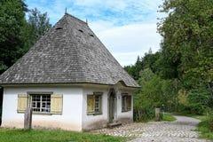 Litet hus i Tyskland med kullersten Royaltyfri Fotografi