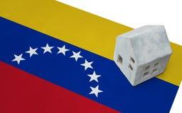 Litet hus på en flagga - Venezuela Royaltyfria Bilder