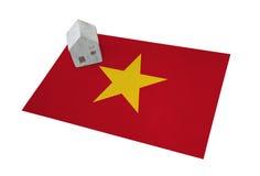 Litet hus på en flagga - Vietnam Arkivfoton
