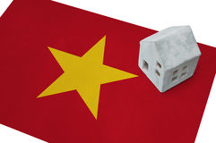 Litet hus på en flagga - Vietnam Royaltyfri Fotografi