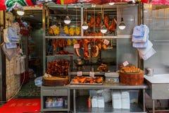 Litet kött shoppar i Kowloon, Hong Kong Arkivfoton