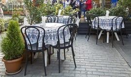 Litet kafé på gatorna av Tbilisi i Georgia arkivfoton