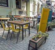 Litet kafé på gatorna av Tbilisi i Georgia arkivbilder