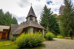 Litet kapell Nuestra Senora de la Asuncion - villaLaangostura, Patagonia, Argentina royaltyfri fotografi