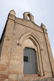 Litet kapell och berg nära kloster av Montserrat i Ca Royaltyfria Bilder
