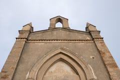 Litet kapell och berg nära kloster av Montserrat i Ca Arkivbilder