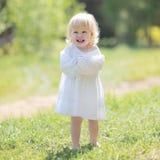 Litet lyckligt le för flicka Royaltyfria Foton