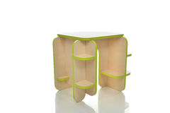 Litet och färgrikt tabellskrivbord för isolerade ungar för litet barn Royaltyfri Foto