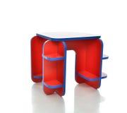 Litet och färgrikt tabellskrivbord för isolerade ungar för litet barn Arkivbild