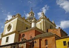 Litet pittoresquekapell i Sevilla, Spanien royaltyfri bild