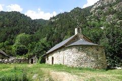 Litet romanskt kapell i Pyreneesna Catalonia Spanien Royaltyfri Fotografi