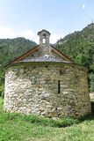 Litet romanskt kapell i Pyreneesna Catalonia Spanien Arkivbild