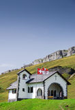 Litet schweiziskt bergkapell Arkivbilder